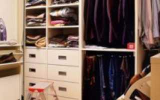 Как организовать гардеробную в кладовке