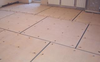 Как правильно уложить фанеру на бетонный пол