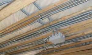 Как провести электропроводку по потолку