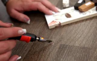 Как починить ламинат сколы