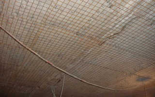 Как оштукатурить деревянный потолок с сеткой