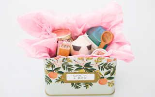 Как оформить корзину со сладостями