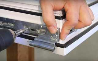 Как подтянуть пластиковые окна на зиму видео