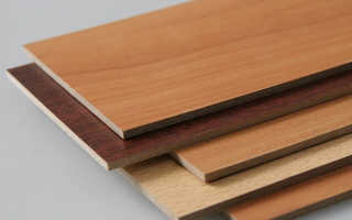Как отделать стены деревянными панелями