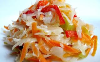Как приготовить капустный салат на зиму